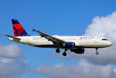 Delta Air Lines Airbus A320-211 N340NW (msn 372) MIA (Jay Selman). Image: 403684.