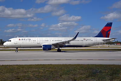 Delta Air Lines Airbus A321-211 WL N307DX (msn 7214) FLL (Bruce Drum). Image: 104455.