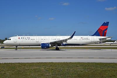 Delta Air Lines Airbus A321-211 WL N305DN (msn 7149) FLL (Bruce Drum). Image: 104453.