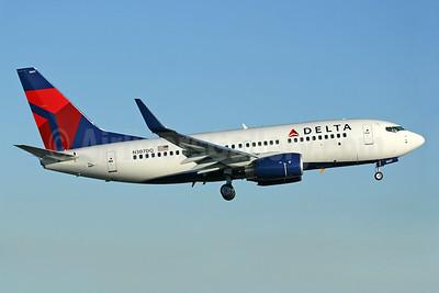 Delta Air Lines Boeing 737-732 WL N307DQ (msn 29679) PAE (Nick Dean). Image: 902373.