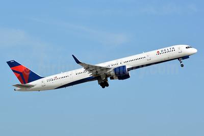 Delta Air Lines Boeing 757-351 WL N588NW (msn 32988) FLL (Jay Selman). Image: 403805.