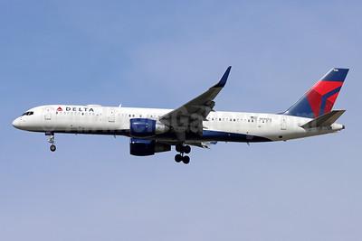 Delta Air Lines Boeing 757-232 WL N686DA (msn 27589) LAX (Michael B. Ing). Image: 954378.