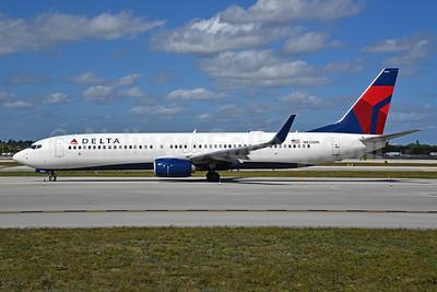 Delta Air Lines Boeing 737-932 ER WL N820DN (msn 31931) FLL (Bruce Drum). Image: 104509.