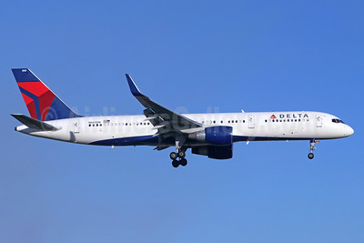 Delta Air Lines Boeing 757-232 WL N665DN (msn 25013) SNA (Michael B. Ing). Image: 939962.