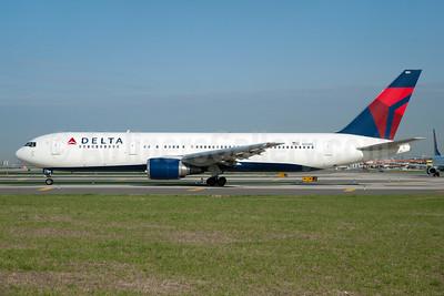 Delta Air Lines Boeing 767-3P6 ER WL N154DL (msn 25241) JFK (Fred Freketic). Image: 954388.