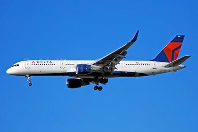 Delta Air Lines Boeing 757-2Q8 WL N707TW (msn 27625) ATL (Bruce Drum). Image: 100743.