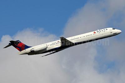 Delta Air Lines McDonnell Douglas MD-88 N946DL (msn 49819) FLL (Jay Selman). Image: 403489.