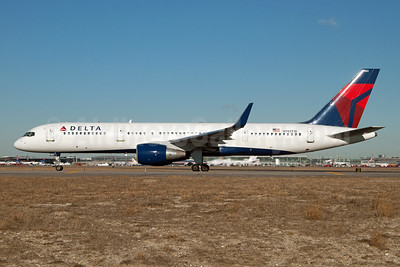 Delta Air Lines Boeing 757-2Q8 WL N703TW (msn 27620) JFK (Fred Freketic). Image: 954379.
