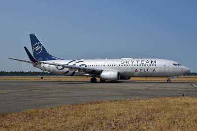 Delta Air Lines Boeing 737-832 WL N381DN (msn 30350) (SkyTeam) SEA (Bruce Drum). Image: 104724.