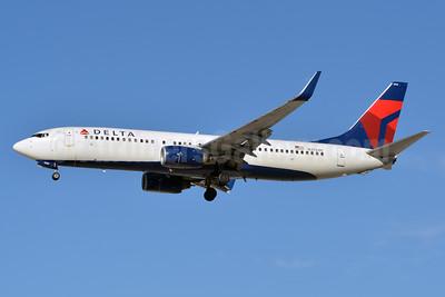 Delta Air Lines Boeing 737-832 WL N3760C (msn 30816) LAS (Jay Selman). Image: 402681.
