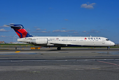 Delta Air Lines Boeing 717-2BD N923AT (msn 55051) LGA (Ken Petersen). Image: 948088.