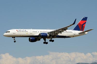 Delta Air Lines Boeing 757-2Q8 WL N706TW (msn 28165) SLC (Bruce Drum). Image: 104513.