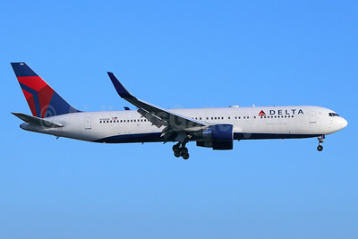 Delta Air Lines Boeing 767-332 ER WL N188DN (msn 27583) LAX (Michael B. Ing). Image: 938489.