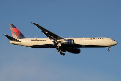 Delta Air Lines Boeing 767-432 ER N833MH (msn 29706) MAD (Paul Denton). Image: 936105.