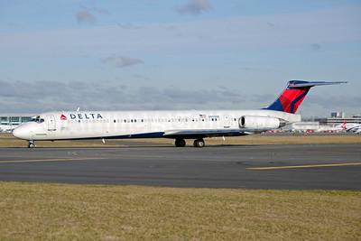 Delta Air Lines McDonnell Douglas MD-88 N909DE (msn 53418) JFK (Fred Freketic). Image: 950149.