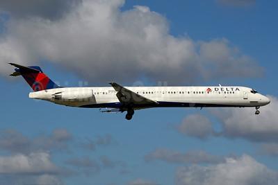 Delta Air Lines McDonnell Douglas MD-88 N986DL (msn 53313) MIA (Jay Selman). Image: 403491.