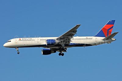 Delta Air Lines Boeing 757-232 N699DL (msn 29970) ATL (Bruce Drum). Image: 101227.