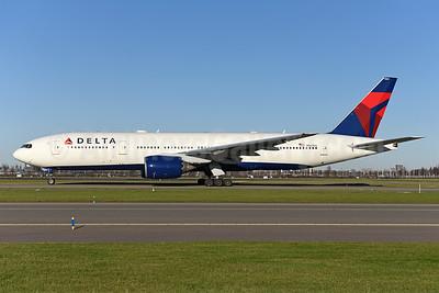 Delta Air Lines Boeing 777-232 ER N860DA (msn 29951) AMS (Ton Jochems). Image: 940510.