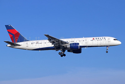 Delta Air Lines Boeing 757-232 N678DL (msn 25983) SNA (Michael B. Ing). Image: 939961.
