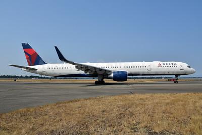 Delta Air Lines Boeing 757-351 WL N588NW (msn 32988) SEA (Bruce Drum). Image: 104728.