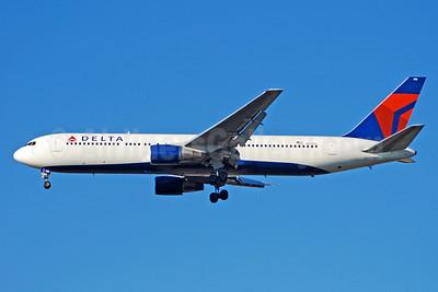 Delta Air Lines Boeing 767-332 N135DL (msn 25145) ATL (Bruce Drum). Image: 100089.