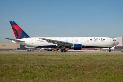Delta Air Lines Boeing 767-332 ER N1200K (msn 28457) JFK (Fred Freketic). Image: 954386.