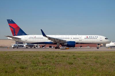 Delta Air Lines Boeing 757-2Q8 WL N704X (msn 28163) JFK (Fred Freketic). Image: 954381.