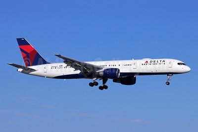 Delta Air Lines Boeing 757-232 N684DA (msn 27104) SNA (Michael B. Ing). Image: 954377.