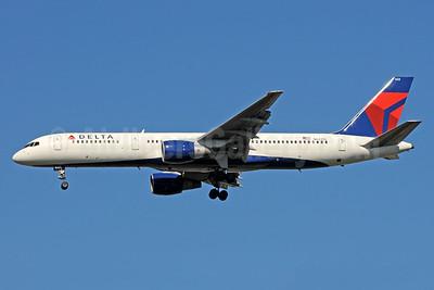 Delta Air Lines Boeing 757-232 N622DL (msn 22912) ATL (Bruce Drum). Image: 101219.