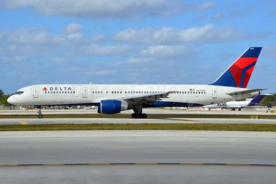 Delta Air Lines Boeing 757-232 N676DL (msn 25981) FLL (Bruce Drum). Image: 104512.
