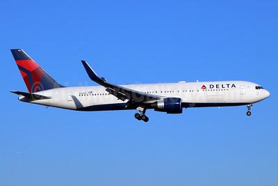 Delta Air Lines Boeing 767-332 ER WL N184DN (msn 27111) NRT (Michael B. Ing). Image: 954387.