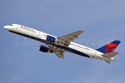 Delta Air Lines Boeing 757-232 N662DN (msn 24991) LAX (Jay Selman). Image: 404070.