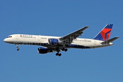 Delta Air Lines Boeing 757-232 N613DL (msn 22820) ATL (Bruce Drum). Image: 101218.