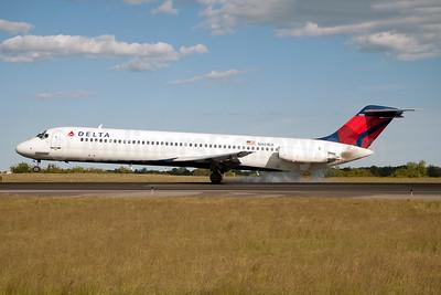 Delta Air Lines McDonnell Douglas DC-9-51 N401EA (msn 47682) JFK (Fred Freketic). Image: 954389.