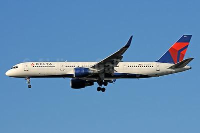 Delta Air Lines Boeing 757-231 WL N722TW (msn 29385) ATL (Bruce Drum). Image: 101216.