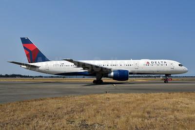 Delta Air Lines Boeing 757-232 N680DA (msn 26956) SEA (Bruce Drum). Image: 104727.