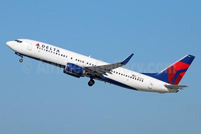 Delta Air Lines Boeing 737-832 WL N3752 (msn 30492) LAX (Michael B. Ing). Image: 927121.