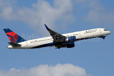 Delta Air Lines Boeing 757-232 WL N672DL (msn 25977) FLL (Jay Selman). Image: 403559.
