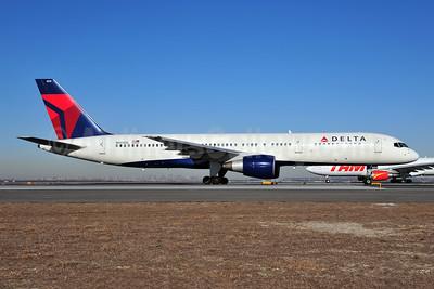 Delta Air Lines Boeing 757-232 N604DL (msn 22811) JFK (Fred Freketic). Image: 954373.