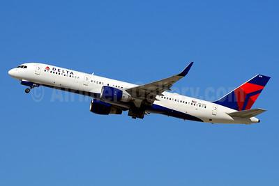 Delta Air Lines Boeing 757-232 WL N6715C (msn 30486) LAX (Jay Selman). Image: 403643.