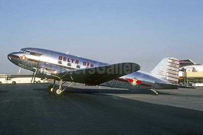 Delta Air Lines Douglas DC-3-357 NC28341 (msn 3278) LGB (Christian Volpati Collection). Image: 941606.