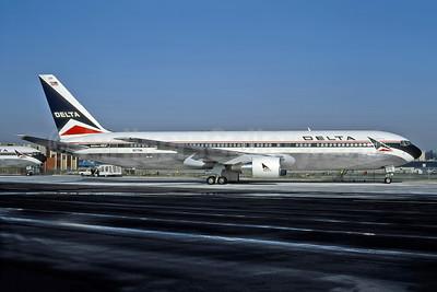 Delta Air Lines Boeing 767-332 ER N177DN (msn 25122) ATL (Norbert G. Raith). Image: 947911.