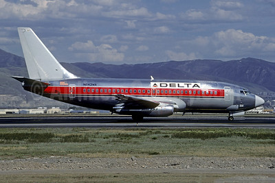 Delta Air Lines Boeing 737-247 N243WA (msn 23517) (Western colors) SLC (Christian Volpati Collection). Image: 941604.
