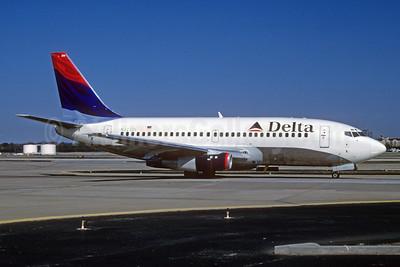 Delta Air Lines Boeing 737-232 N323DL (msn 23095) ATL (Norbert G. Raith). Image: 912240.
