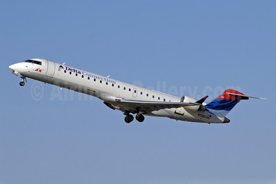 Delta Connection-ASA (Atlantic Southeast Airlines) Bombardier CRJ700 (CL-600-2C10) N712EV (msn 10074) ATL (Jay Selman). Image: 402072.