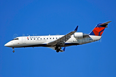 Delta Connection-ASA (Atlantic Southeast Airlines) Bombardier CRJ200 (CL-600-2B19) N827AS (msn 7212) ATL (Bruce Drum). Image: 100755.