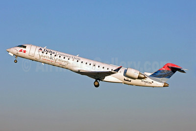 Delta Connection-ASA (Atlantic Southeast Airlines) Bombardier CRJ700 (CL-600-2C10) N740EV (msn 10151) (Silver and Soaring-Celebrating ASA's 25 Years) CLT (Jay Selman). Image: 402163.