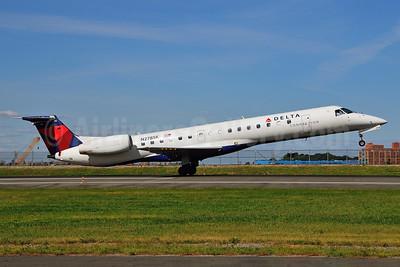 Delta Connection-Chautauqua Airlines Embraer ERJ 145LR (EMB-145LR) N278SK (msn 145370) LGA (Ken Petersen). Image: 924149.