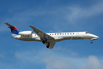 Delta Connection-Chautauqua Airlines Embraer ERJ 145LR (EMB-145LR) N563RP (msn 145509) FLL (Bruce Drum). Image: 104737.