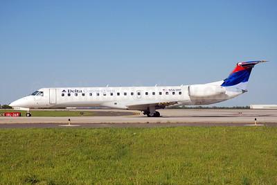 Delta Connection-Chautauqua Airlines Embraer ERJ 145LR (EMB-145LR) N563RP (msn 145509) CLT (Bruce Drum). Image: 103219.
